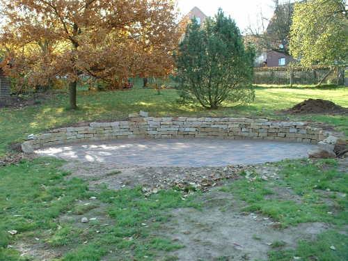 Sitzecke Im Garten Mit Steinmauer – Gartenhaus Bauen – galaxyquest ...